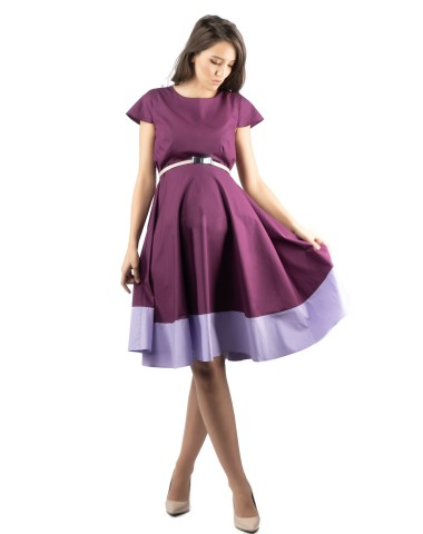 Graceful maternity dress in lilac tones